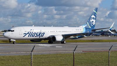 A picture of N275AK - Boeing 737990(ER) - Alaska Airlines - © Sebastian Wermuth