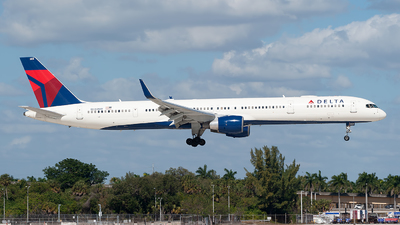 A picture of N588NW - Boeing 757351 - Delta Air Lines - © Mark Lawrence