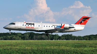 N8977A - Bombardier CRJ-200LR - Northwest Airlink (Pinnacle Airlines)