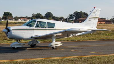 PT-IYQ - Piper PA-28-140 Cherokee F - Aeroclube do Paraná