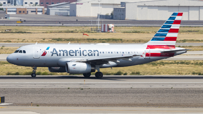 A picture of N834AW - Airbus A319132 - American Airlines - © David Lee