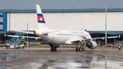 B-6738 - Airbus A320-214 - Cambodia - Government