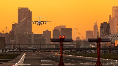 EGLC - Airport - Runway