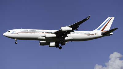 081 - Airbus A340-212 - France - Air Force