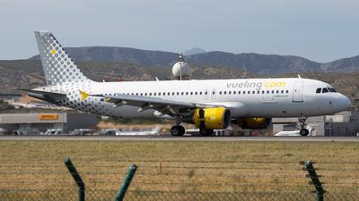 EC-KDH - Airbus A320-214 - Vueling