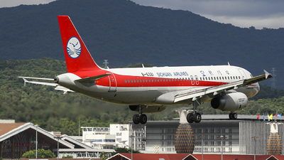 A picture of B6321 - Airbus A320232 - Sichuan Airlines - © zjs