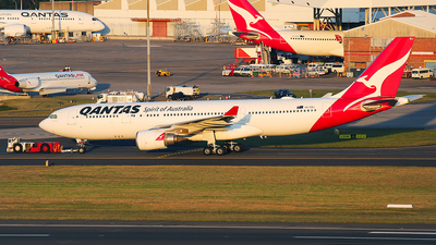 A picture of VHEBJ - Airbus A330202 - Qantas - © Mark H