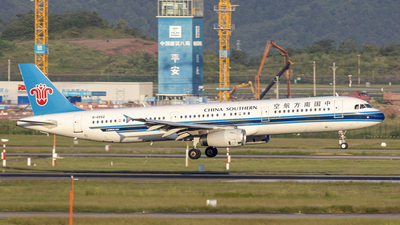 A picture of B6552 - Airbus A321231 - China Southern Airlines - © Eric Wang