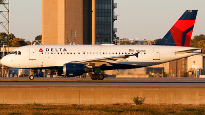 A picture of N353NB - Airbus A319114 - Delta Air Lines - © Alec Mollenhauer