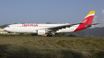 A picture of ECMKJ - Airbus A330202 - Iberia - © Hansen Gt