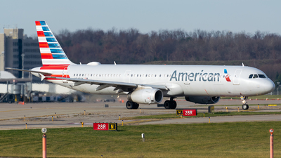 A picture of N549UW - Airbus A321231 - American Airlines - © Evan Dougherty