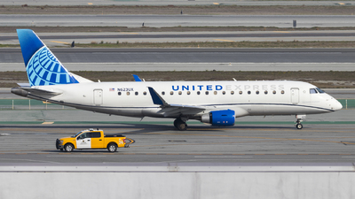 A picture of N623UX - Embraer E175LL - United Airlines - © David Lee