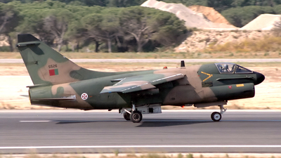 5526 - LTV A-7P Corsair II - Portugal - Air Force