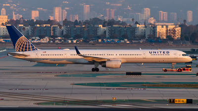 A picture of N77867 - Boeing 75733N - United Airlines - © Luke Dogan