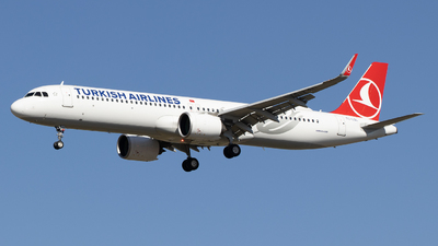 A picture of TCLSL - Airbus A321271NX - Turkish Airlines - © Pierre Pm