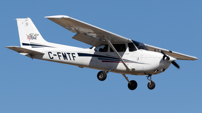 C-FMTF - Cessna 172S Skyhawk SP - Calgary Flying Club