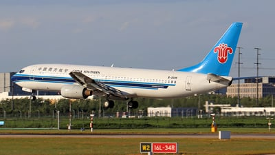 A picture of B2695 - Boeing 73781B - China Southern Airlines - © skerry