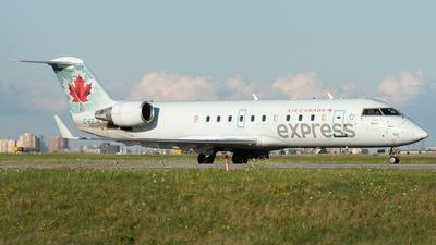 A picture of CFZJA - Mitsubishi CRJ200ER - Air Canada - © Charlie Sun
