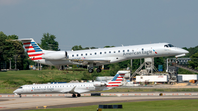 A picture of N654AE - Embraer ERJ145LR - American Airlines - © Yan777