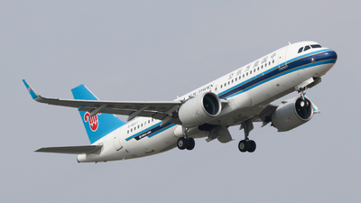 A picture of B8637 - Airbus A320271N - China Southern Airlines - © JinYuan Wang