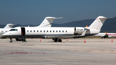 TC-GHP - Bombardier CL-600-2B19 Challenger 850 - Private