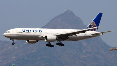 A picture of N776UA - Boeing 777222 - United Airlines - © Chow Kin Hei - AHKGAP