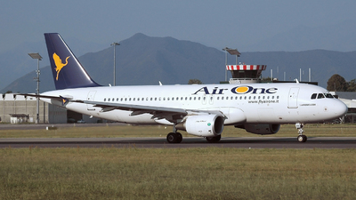 EI-DSG - Airbus A320-216 - Air One