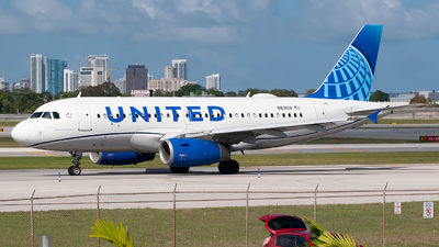A picture of N831UA - Airbus A319131 - United Airlines - © Mark Lawrence