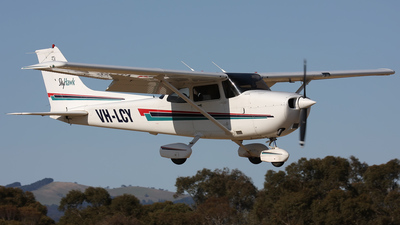 A picture of VHLCY - Cessna 172R Skyhawk - [17281113] - © Andrei Bezmylov