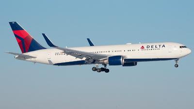A picture of N1603 - Boeing 767332(ER) - Delta Air Lines - © Ricardo de Vries