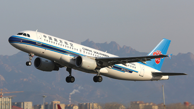 A picture of B6252 - Airbus A320214 - China Southern Airlines - © ZHANG Yu-hui