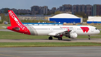 VP-BAN - Airbus A321-211 - Red Wings