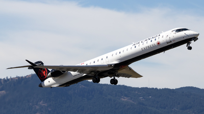 A picture of CFBJZ - Mitsubishi CRJ900LR - Air Canada - © Grant Gladych