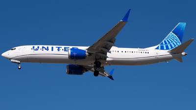 A picture of N37530 - Boeing 737 MAX 9 - United Airlines - © Tyler Lorenz