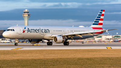 A picture of N195UW - Airbus A321211 - American Airlines - © Kevin Cargo