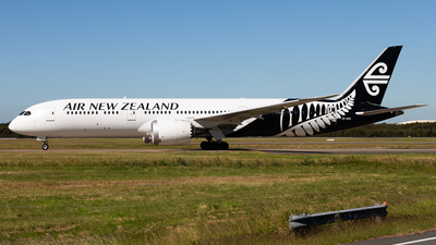 A picture of ZKNZQ - Boeing 7879 Dreamliner - Air New Zealand - © Brandon Giacomin