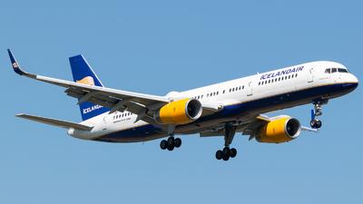 TF-ISD - Boeing 757-223 - Icelandair