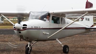 VH-SNU - Cessna 172 Skyhawk - Private