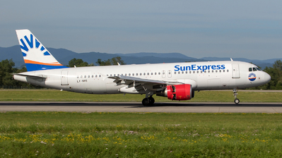 LY-NVS - Airbus A320-214 - SunExpress (Avion Express)