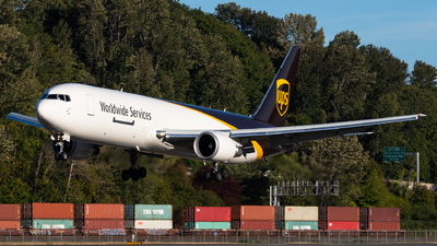 A picture of N370UP - Boeing 767300F(ER) - UPS Airlines - © bill wang