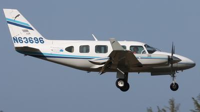 N63696 - Piper PA-31-325 Navajo C/R - Private