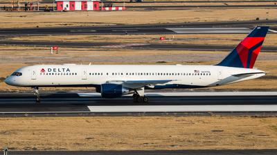 A picture of N697DL - Boeing 757232 - Delta Air Lines - © Hector Montes de Oca
