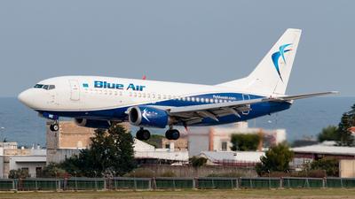 A picture of YRAME - Boeing 737530 - Blue Air - © Enzo Gattullo - Plane Spotters Bari