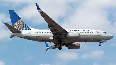 A picture of N15710 - Boeing 737724 - United Airlines - © Antonio Velasco (MAS Aviation Press)
