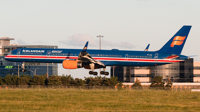 A picture of TFISX - Boeing 7573E7 - Icelandair - © Chenhao Gong