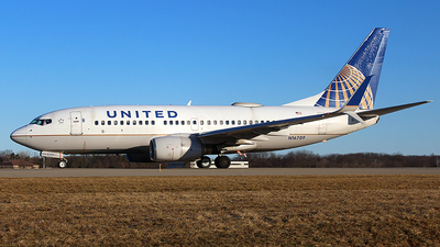A picture of N16709 - Boeing 737724 - United Airlines - © Chrisjake