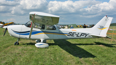SE-LPY - Cessna 172S Skyhawk SP - Private
