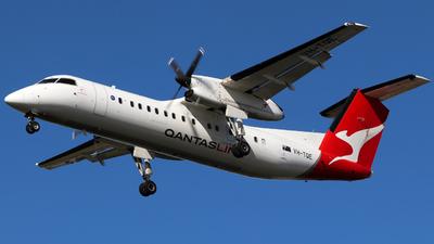 A picture of VHTQE - De Havilland Canada Dash 8300 - QantasLink - © Robbie Mathieson