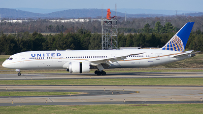 A picture of N45956 - Boeing 7879 Dreamliner - United Airlines - © Wes B
