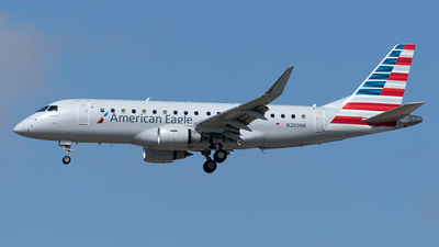 A picture of N200NN - Embraer E175LR - American Airlines - © Yixin Chen